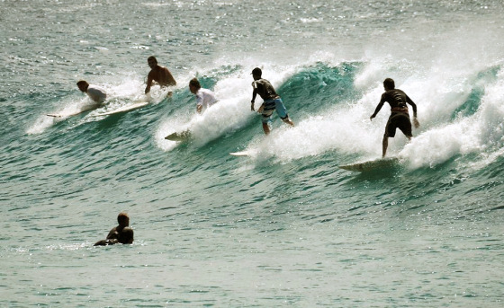 Surf crowd: there are waves for everyone | Photo: Surf Wonderland