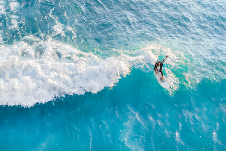 Surfers: the allure of anti-society living was enough to create a buzz that filled auditoriums on the night of a surf film premier | Photo: Shutterstock