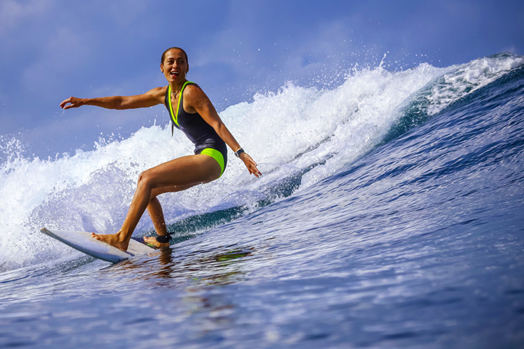 Surfing: mothers shouldn't stop surfing just because they have a baby in their lives | Photo: Shutterstock