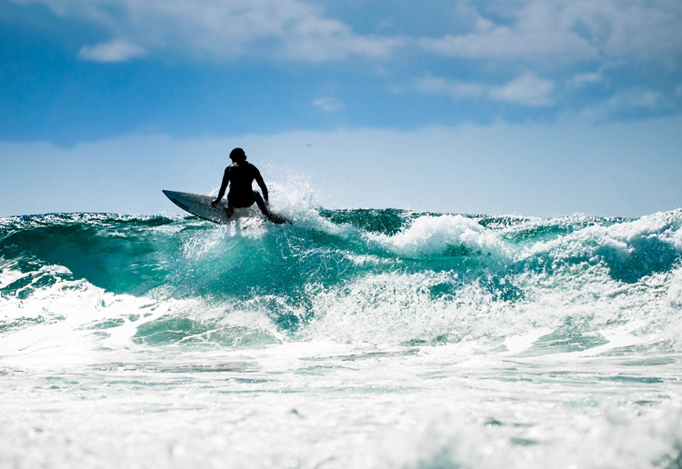 Surfing: a water sport that gets everyone stoked and positive about life | Photo: Shutterstock