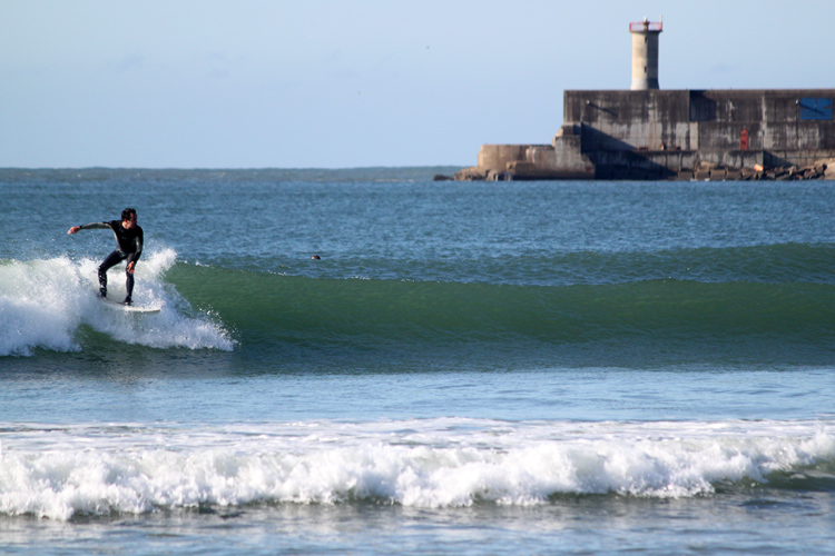 Matosinhos: an urban beach break with more than 300 days of surf per year | Photo: SurferToday