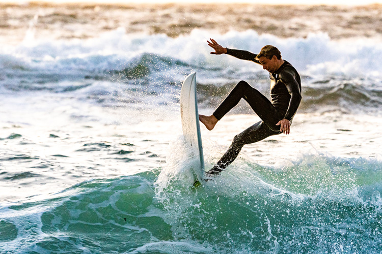 Surfers: master of complicated physics and hydrodynamics | Photo: Kawasaki/Creative Commons