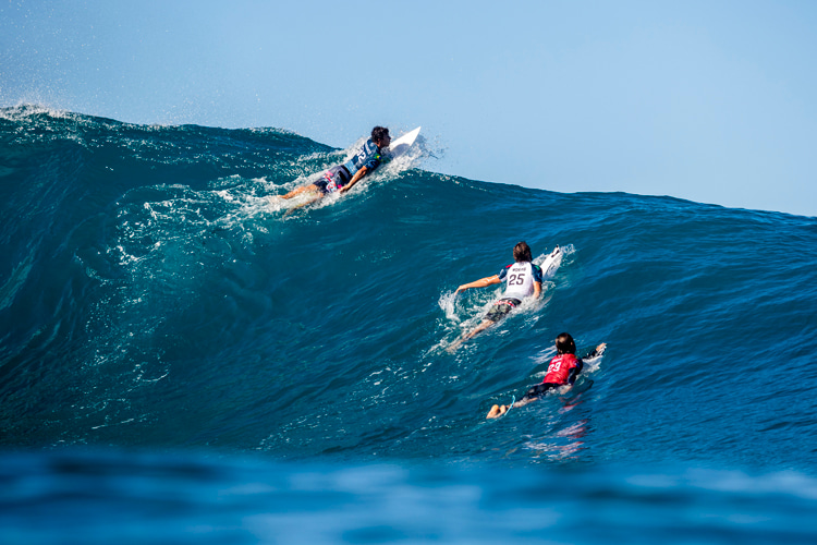 Surfer's shoulder: the consequence of the normal wear and tear associated with constant paddling | Photo: Cestari/WSL