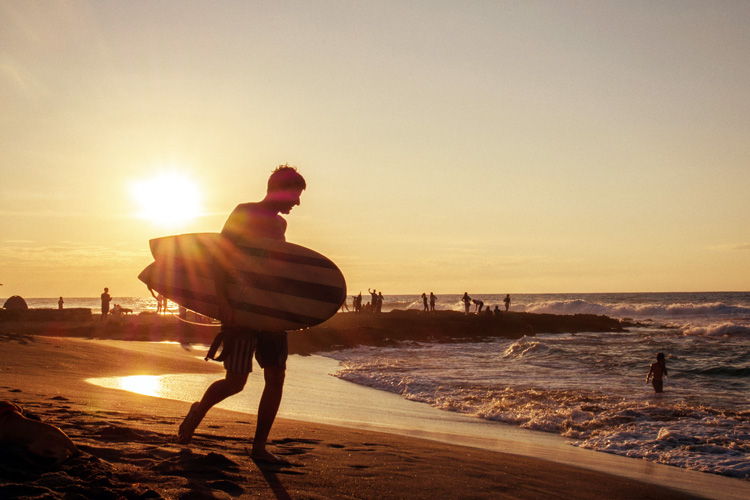 Surfing: defend your skin from the elements | Photo: Pentinio/Creative Commons