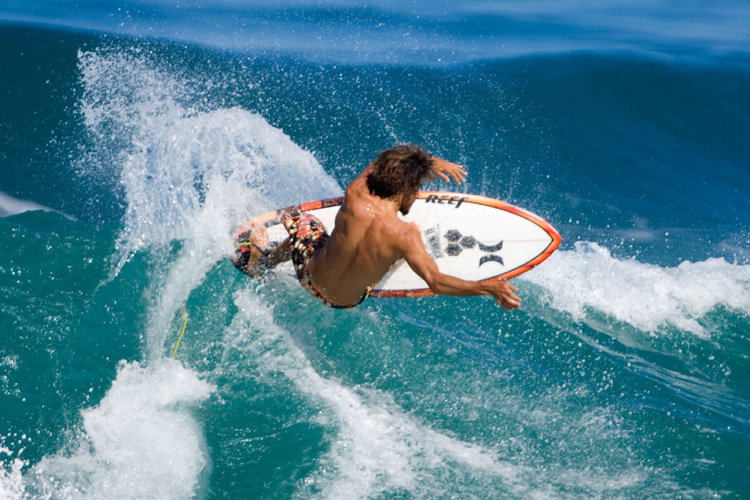 Surfing: be open to improvements in your wave riding style | Photo: Shutterstock