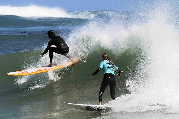 Dropping in: there is only one surfer in the picture | Photo: Grant Scholtz/Surfing South Africa