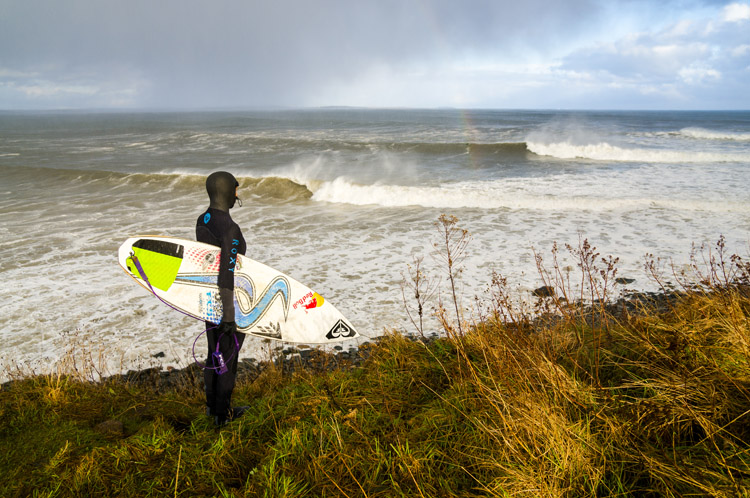 Canada: you'll find perfect waves for surfing where you least expect them | Photo: Burkard/Red Bull