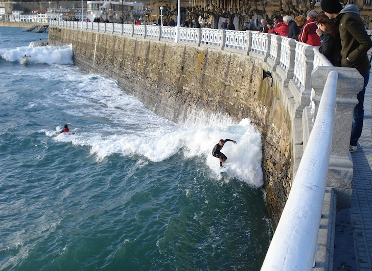 La Concha, Santander: another surf in the wall | Photo: Urrun60
