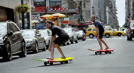 Surfing in New York: yes, they are riding on motorized surfboards