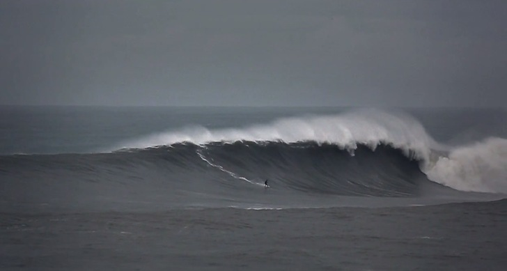 Papoa: an alternative to Supertubos in big wave surfing days