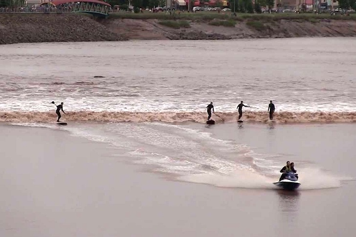 Petitcodiac River: the perfect tidal bore for surfing