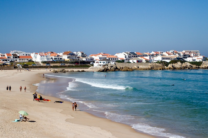 Surfing in Portugal: perfect waves, great weather, excellent food