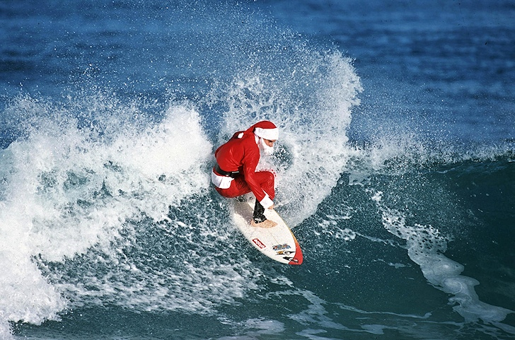 Surfing Santa Claus: coming to town with bag full of gifts