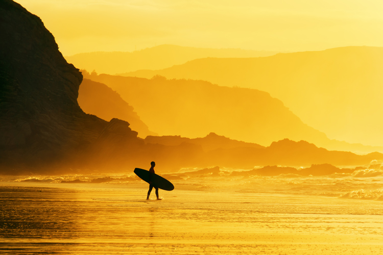 Surfing: a water sport, a religion, and a lifestyle | Photo: Shutterstock