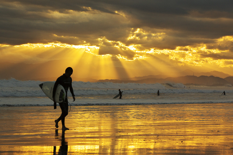 Surfing: stoked till sunset | Photo: Minoru Nitta/Creative Commons