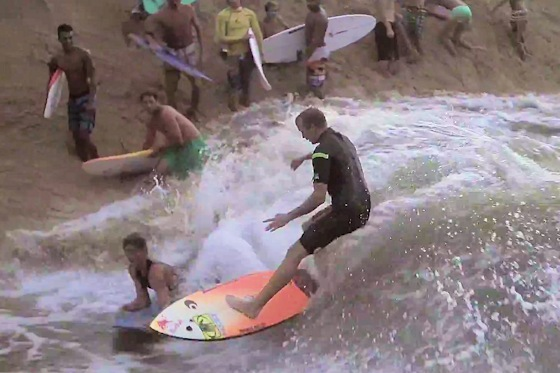 Waimea River: Jamie O'Brien doesn't like bodyboarders