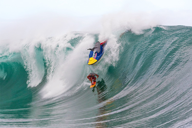 Surf injuries: Raimana Van Bastolaer almost near a headache | Photo: Bielmann