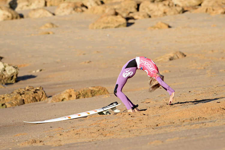 Stretching: your surf muscles will love it | Photo: Rip Curl