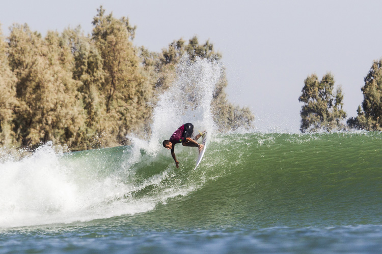 Surf Ranch: the lake pumps right and left-hand waves | Photo: WSL