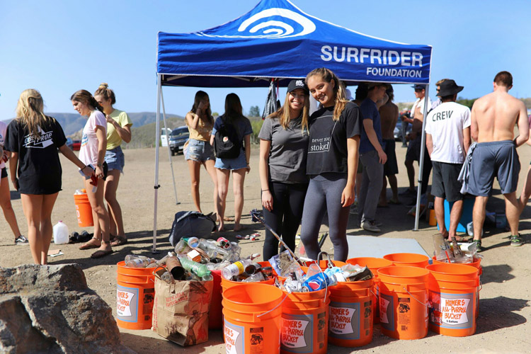 Surfrider activists: the participate in beach cleanups and restoration events | Photo: Surfrider