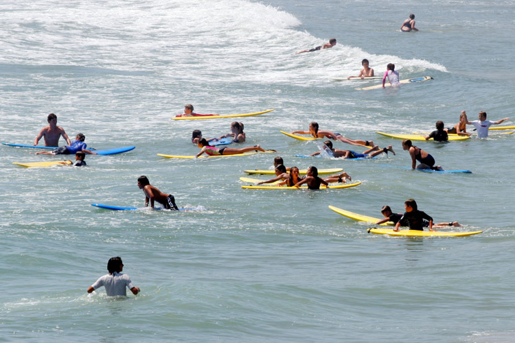 Surf schools: a great place to learn to surf | Photo: Shutterstock