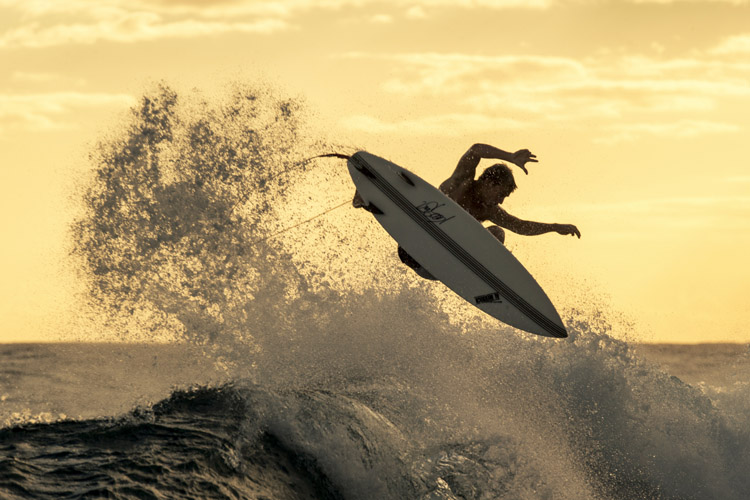 Surfing: many times, inspired by skateboarding | Photo: Snow/Red Bull