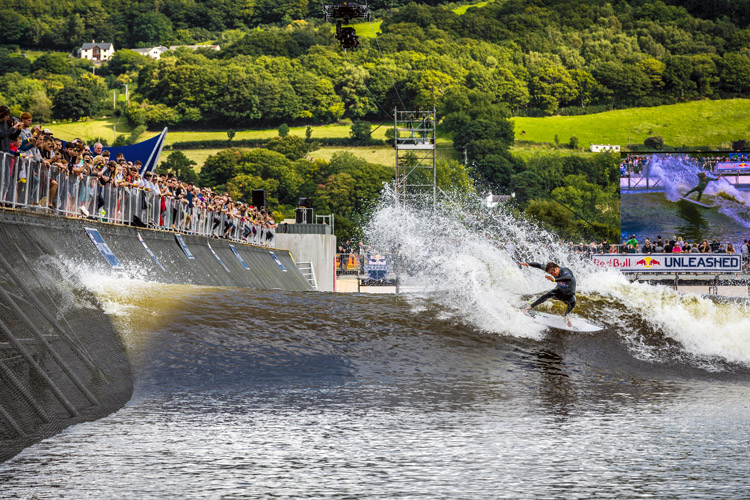 Wave pools: simultaneously exciting and boring | Photo: Pignataro/Red Bull