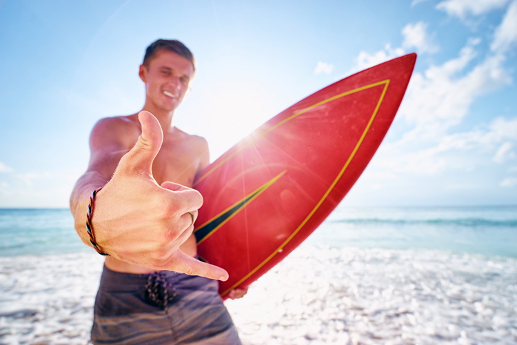 Surfers: always stoked after a surf session | Photo: Shutterstock