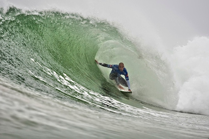 Kelly Slater: in switch-foot surfing mode