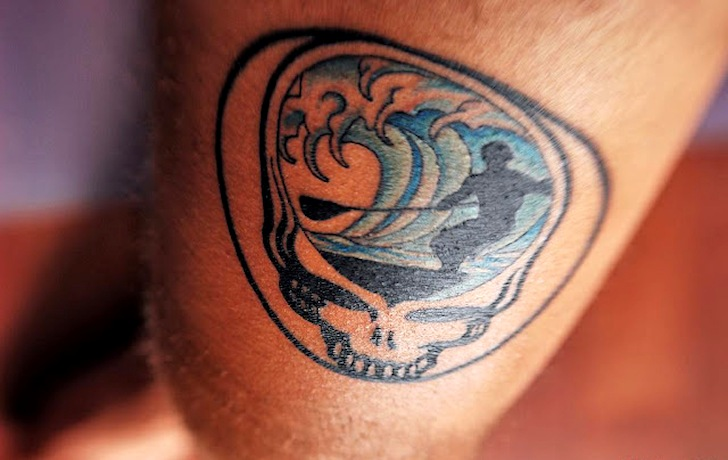 Surf tattoos: a barrel lives in his mind