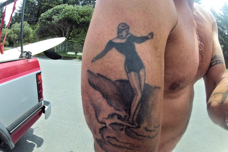 Surf tattoos: the grace and elegance of a surfer girl