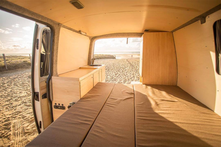 Surf van: insulate the interior and apply wood to the inside walls | Photo: Van Tripper
