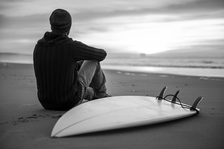 Surfing: waves heal and will help you overcome negative feelings | Photo: Shutterstock
