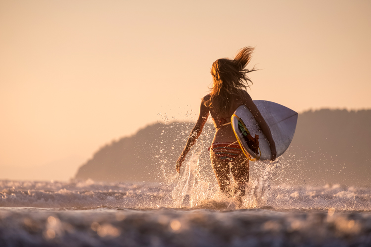 Surfing: breast augmentation involves a recovery process that could take two or three months | Photo: Shutterstock