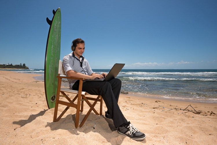 Surf writing: become a professional surf journalist or a best-selling surf author | Photo: Shutterstock