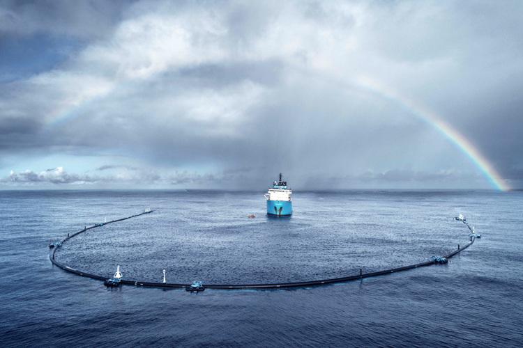 System 001: the 600-meter long technology arrived at the Great Pacific Garbage Patch | Photo: Ocean Cleanup