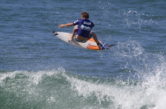 Taj Burrow: flying high to clinch the Breaka Burleigh Pro