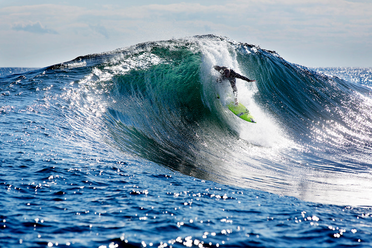 Tube riding: maximizing the time spent in the barrel starts in the take-off | Photo: Red Bull