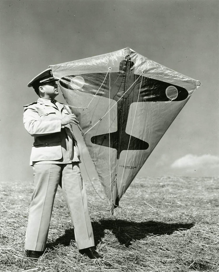 Target Kite: designed by Paul Garber around World War II