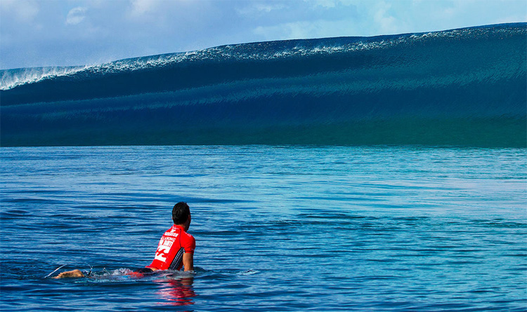 Teahupoo: a heavy wave with a thick lip | Photo: WSL