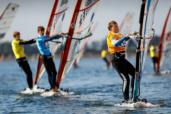 Team15 Champions Cup 2013: tense windsurfing races