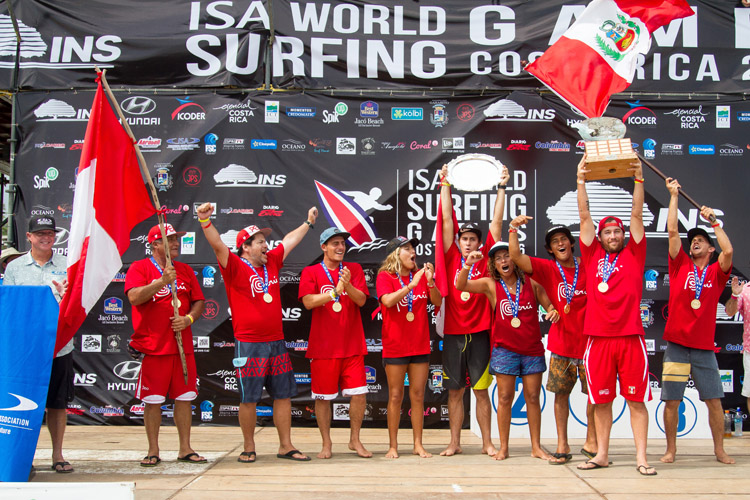 Team Peru: the 2016 ISA World Surfing Games gold medalists | Photo: Jimenez/ISA