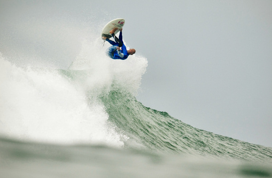 Kelly Slater: inverted surfing