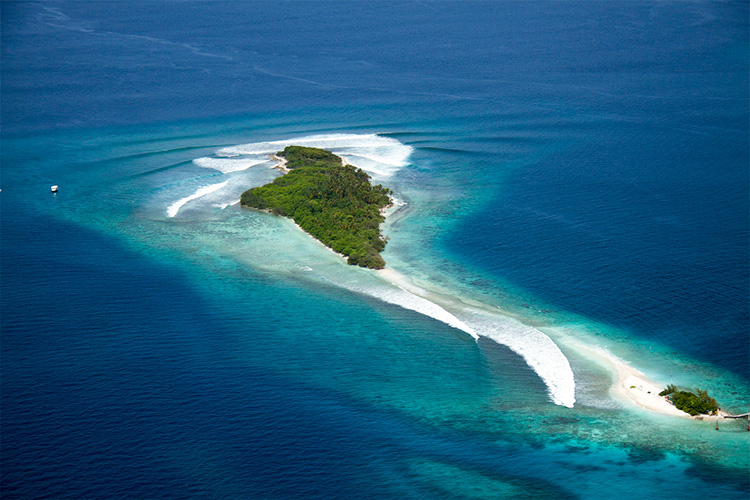 Thanburudhoo Island: surf heritage site