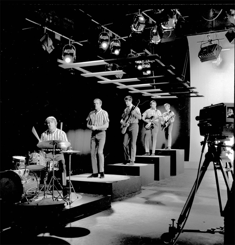 The Beach Boys: the band performing in a studio in 1964 | Photo: Creative Commons