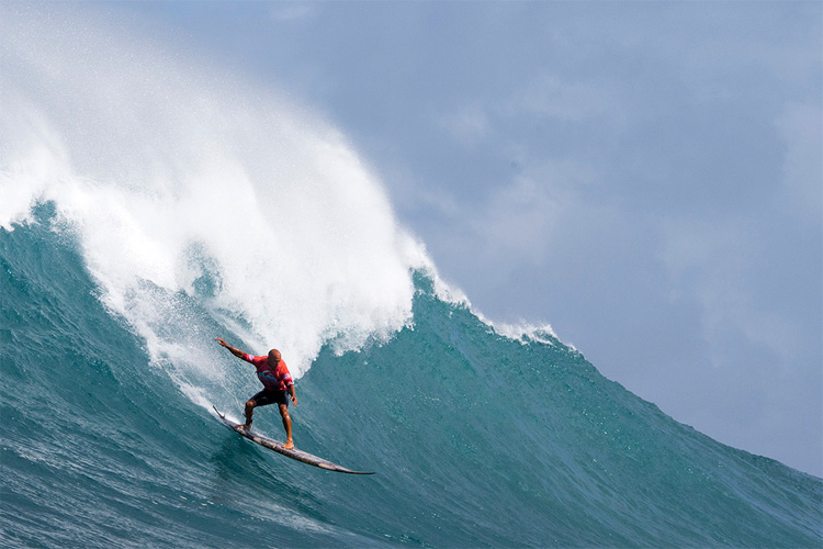 Shane Dorian: descending the mountain at the Quiksilver In Memory of Eddie Aikau | Photo: Quiksilver