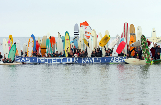 More than 350 surfers paddle out to defend Broadbench wave in Kimmeridge Bay