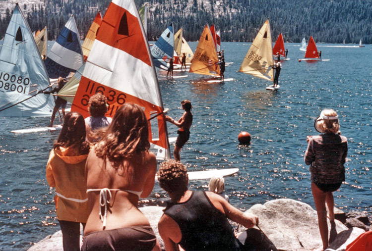 The Original Windsurfer: a fierce competition in Huntington Lake, California, October, 1976 | Photo: TheOriginalWindsurfer.com