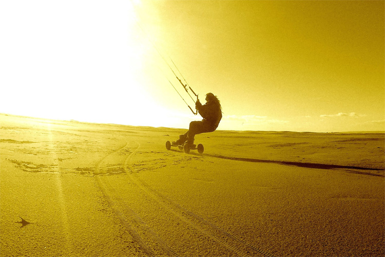 99.62 km/h: Thierry Collado sets a new world speed land kiting record