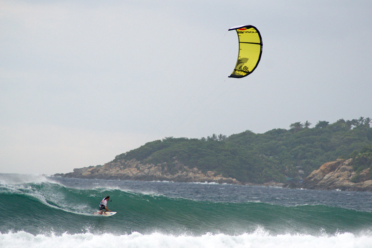 Thomas Nolan: kitesurfing at Puerto Escondido's Playa Zicatela | Photo: John P. Murphy